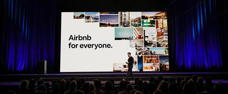 Les voyageurs au centre de l'attention d'airbnb